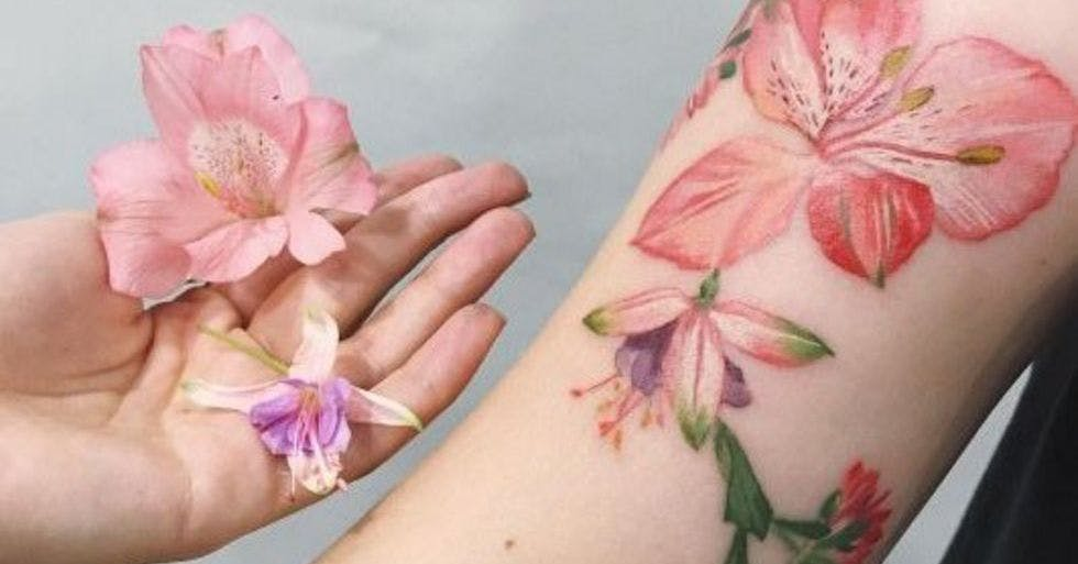 225ff88ca Artist uses real plants and flowers to create beautiful botanical tattoos