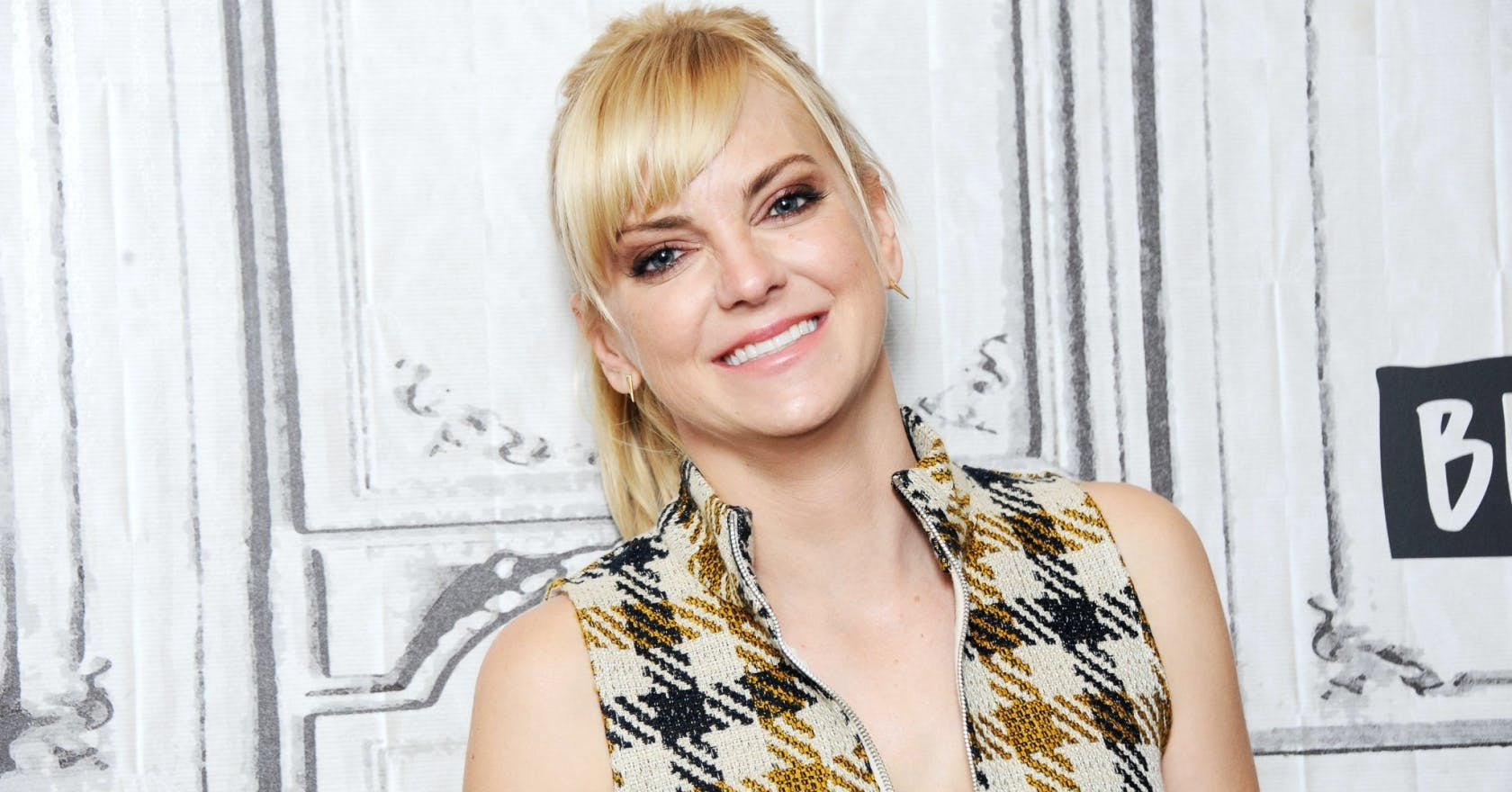 Anna Faris nails the big issue with being a feminist and ...