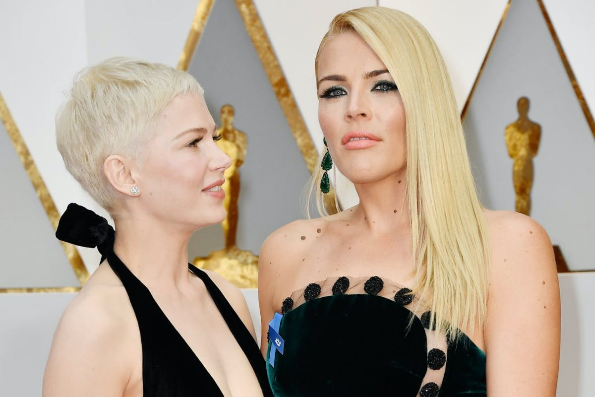 HOLLYWOOD, CA - FEBRUARY 26: Actors Michelle Williams (L) and Busy Philipps attend the 89th Annual Academy Awards at Hollywood & Highland Center on February 26, 2017 in Hollywood, California. (Photo by Frazer Harrison/Getty Images)