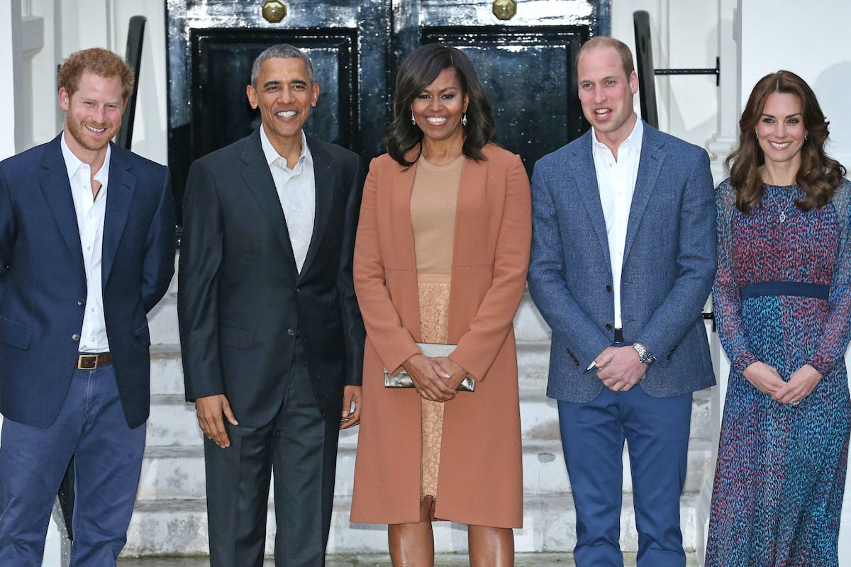 LONDON, ENGLAND - APRIL 22: Prince Harry, US President Barack Obama, First Lady Michelle Obama, Prince William, Duke of Cambridge and Catherine, Duchess of Cambridge pose as they attend a dinner at Kensington Palace on April 22, 2016 in London, England. The President and his wife are currently on a brief visit to the UK where they attended lunch with HM Queen Elizabeth II at Windsor Castle and later will have dinner with Prince William and his wife Catherine, Duchess of Cambridge at Kensington Palace. Mr Obama visited 10 Downing Street this afternoon and held a joint press conference with British Prime Minister David Cameron where he stated his case for the UK to remain inside the European Union. (Photo by Chris Radburn - WPA Pool/Getty Images)