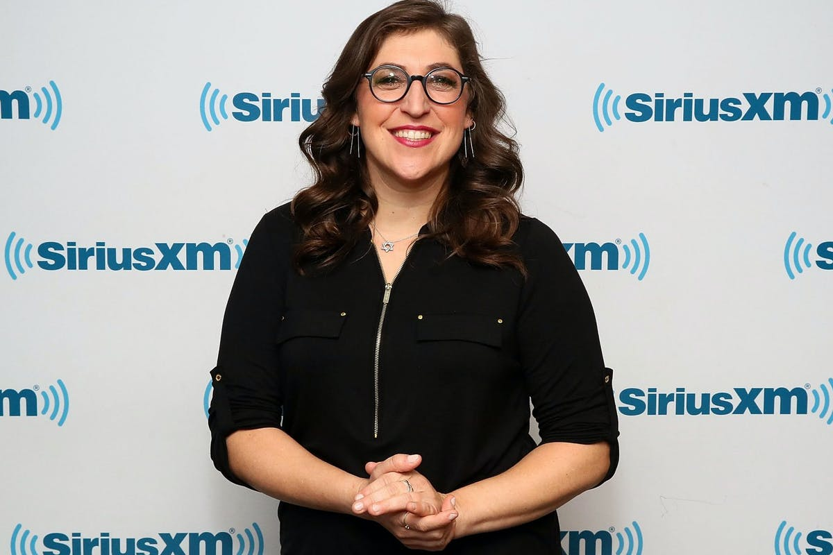 NEW YORK, NY - MAY 08: (EXCLUSIVE COVERAGE) Actress Mayim Bialik visits the SiriusXM studios on May 8, 2018 in New York City. (Photo by Astrid Stawiarz/Getty Images)