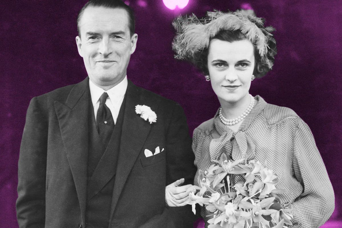 Margaret Campbell, formerly Sweeny, née Whigham (1912 - 1993), now Duchess of Argyll, and Ian Douglas Campbell, 11th Duke of Argyll (1903 - 1973), after their wedding at Caxton Hall in London, 23rd March 1951. (Photo by Keystone/Hulton Archive/Getty Images)