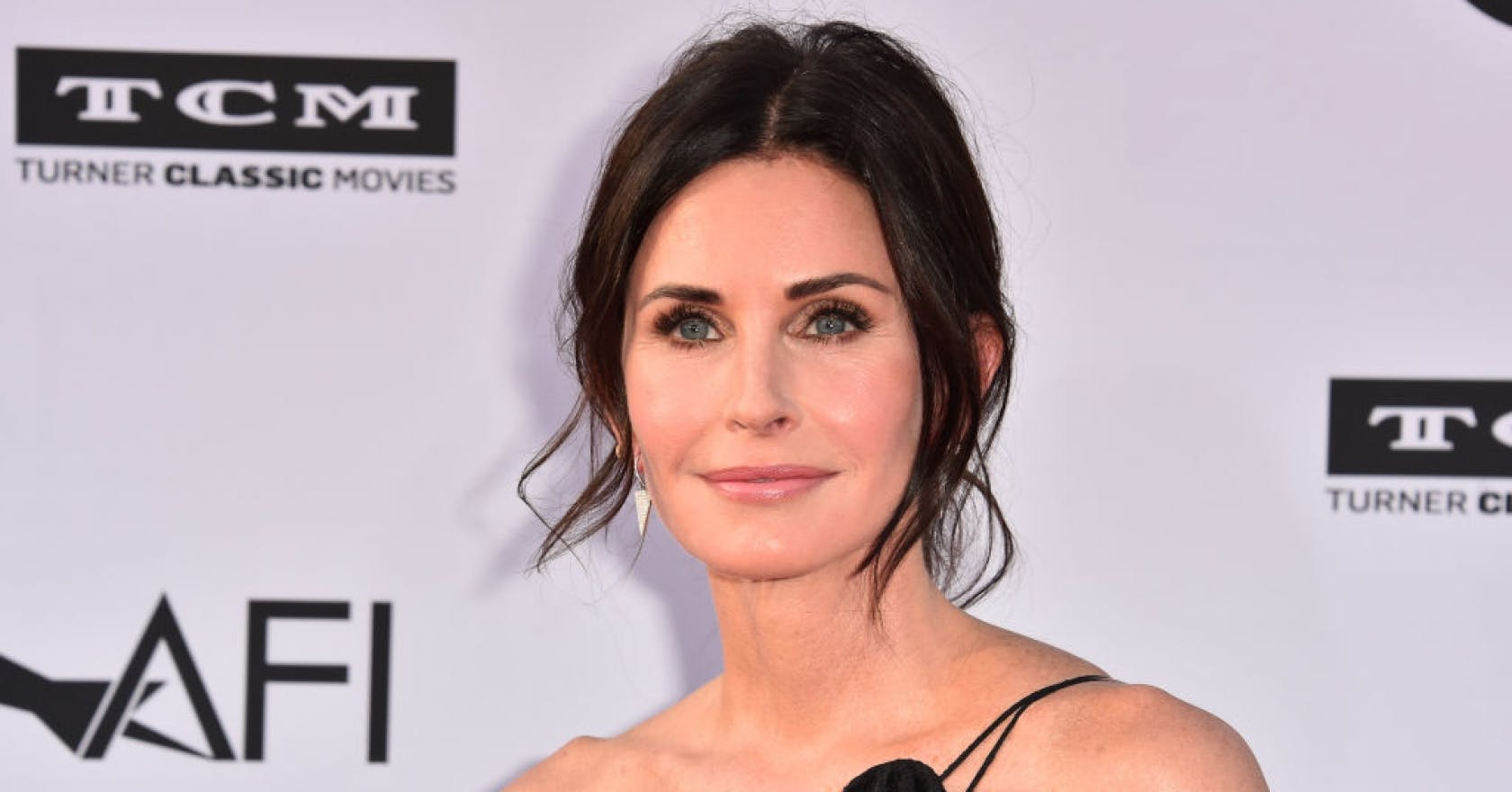 Courteney Cox just recreated her most iconic hairstyle