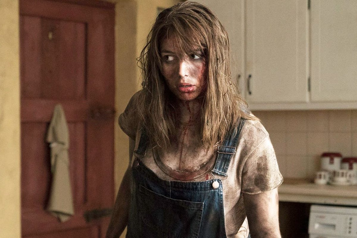 Film Review   The Hole in the Ground starring Seána Kerslake and James Quinn