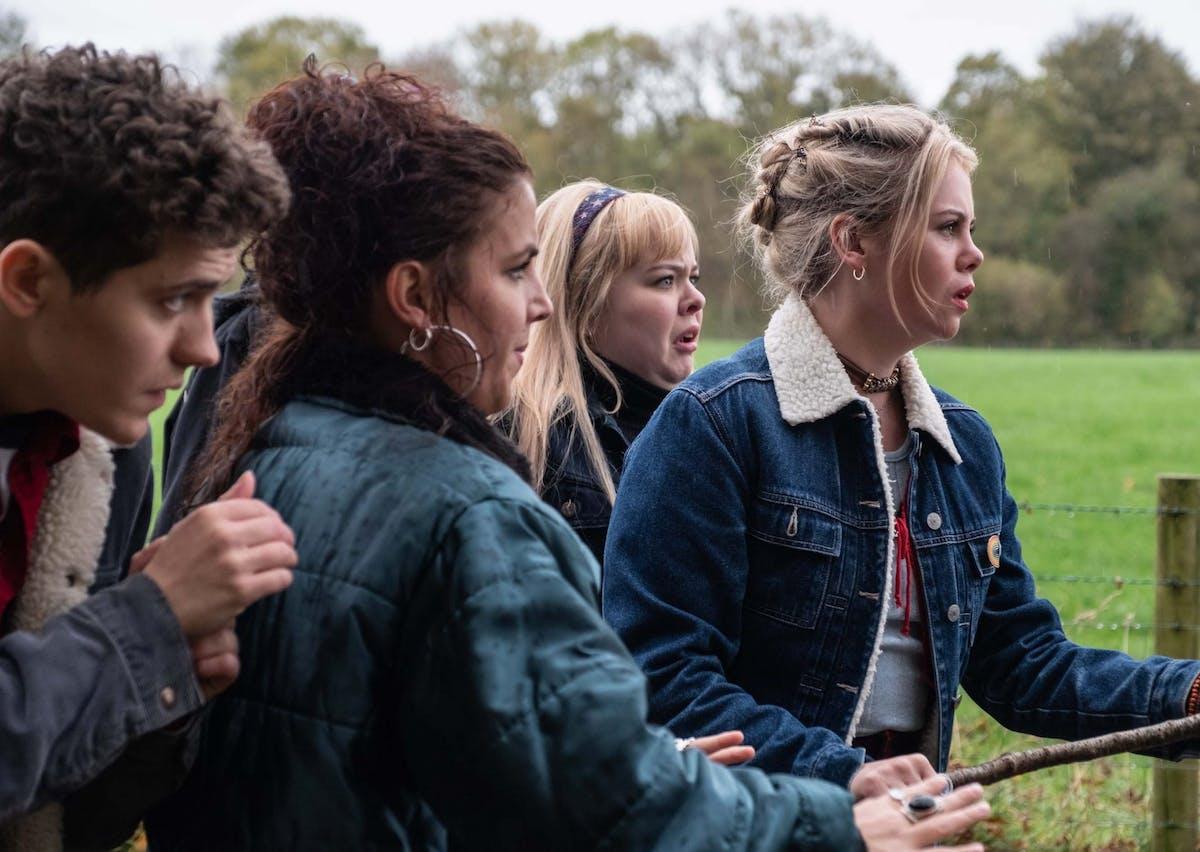 Derry Girls Season 2 Episode 3 Recap Michelle And Erin Watch Take That In Dublin