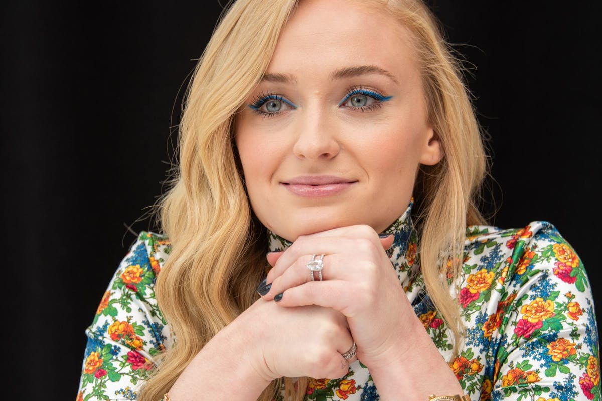 Sophie Turner has shared a video about weight loss adverts.