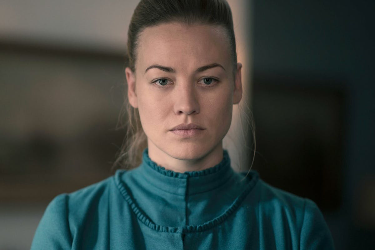 Yvonne Strahovski's Serena Joy in The Handmaid's Tale season 3