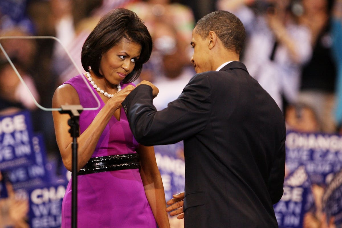 Michelle and Barack Obama have signed a deal with Spotify to make podcasts.