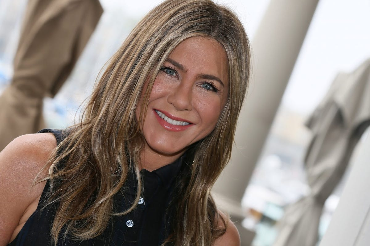 "No, Jennifer Aniston didn't ""show off"" her bikini body"