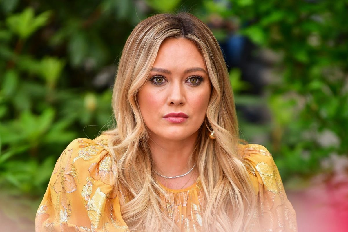 NEW YORK, NY - MAY 22: Hilary Duff seen on the set of 'Younger' in Bryant Park on May 22, 2019 in New York City. (Photo by James Devaney/GC Images)
