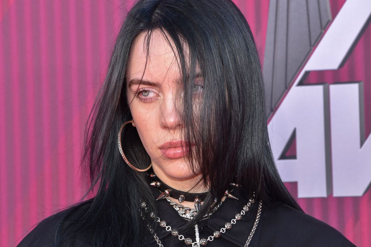 Billie Eilish Dyed Her Roots Bright Neon Green And We Love It