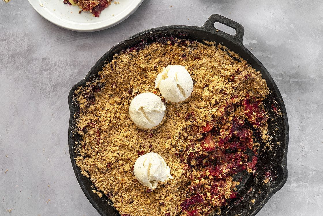 Gluten-free and vegan apple and berry crumble