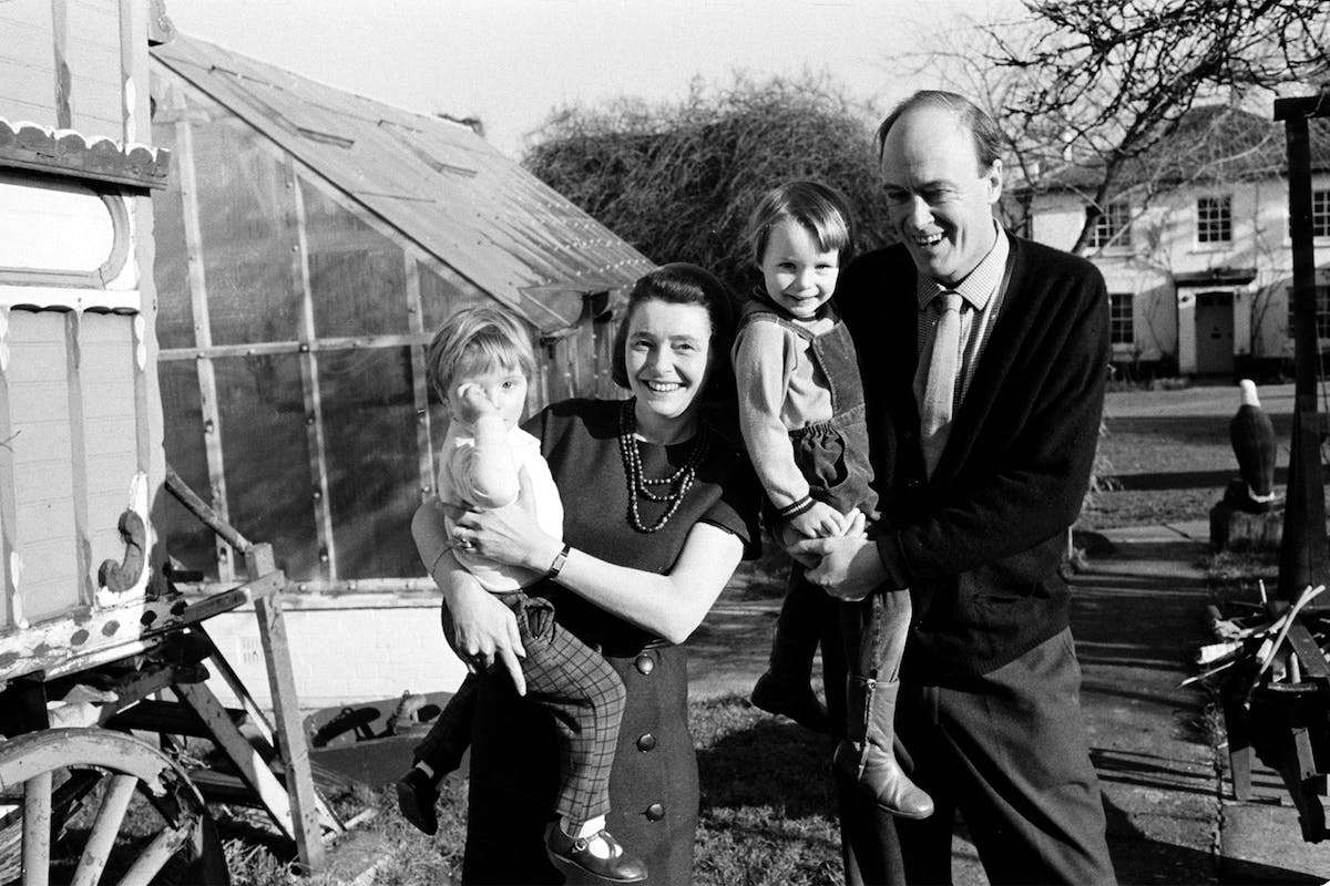 Author Roald Dahl with wife Patricia Neal and children Lucy and Orphelia. 31st January 1968. Y1057. (Photo by Mirrorpix/Mirrorpix via Getty Images)
