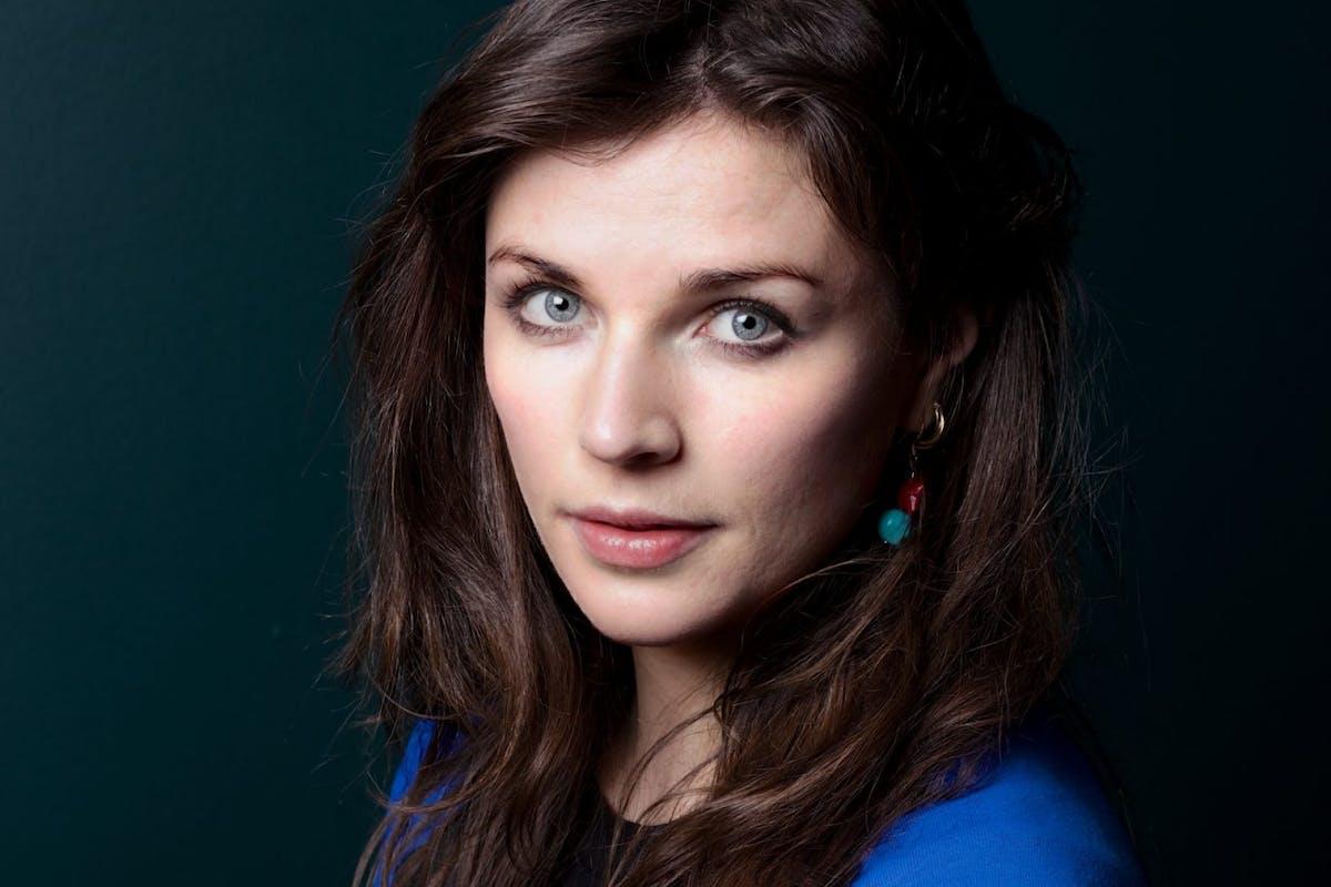 Head shot of comedian Aisling Bea