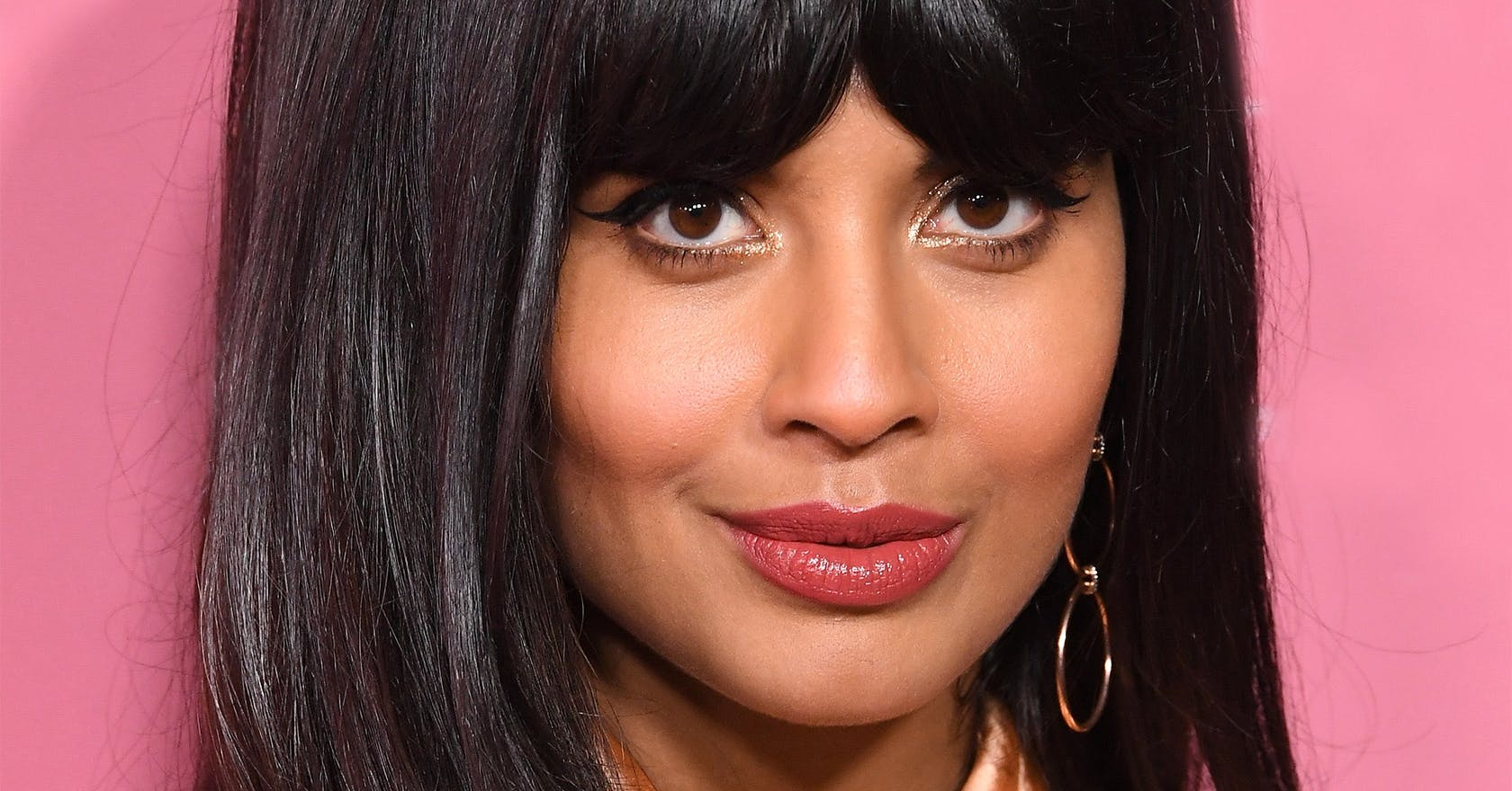 "Jameela Jamil expertly nails the toxicity of ""pandemic body"" pressures"