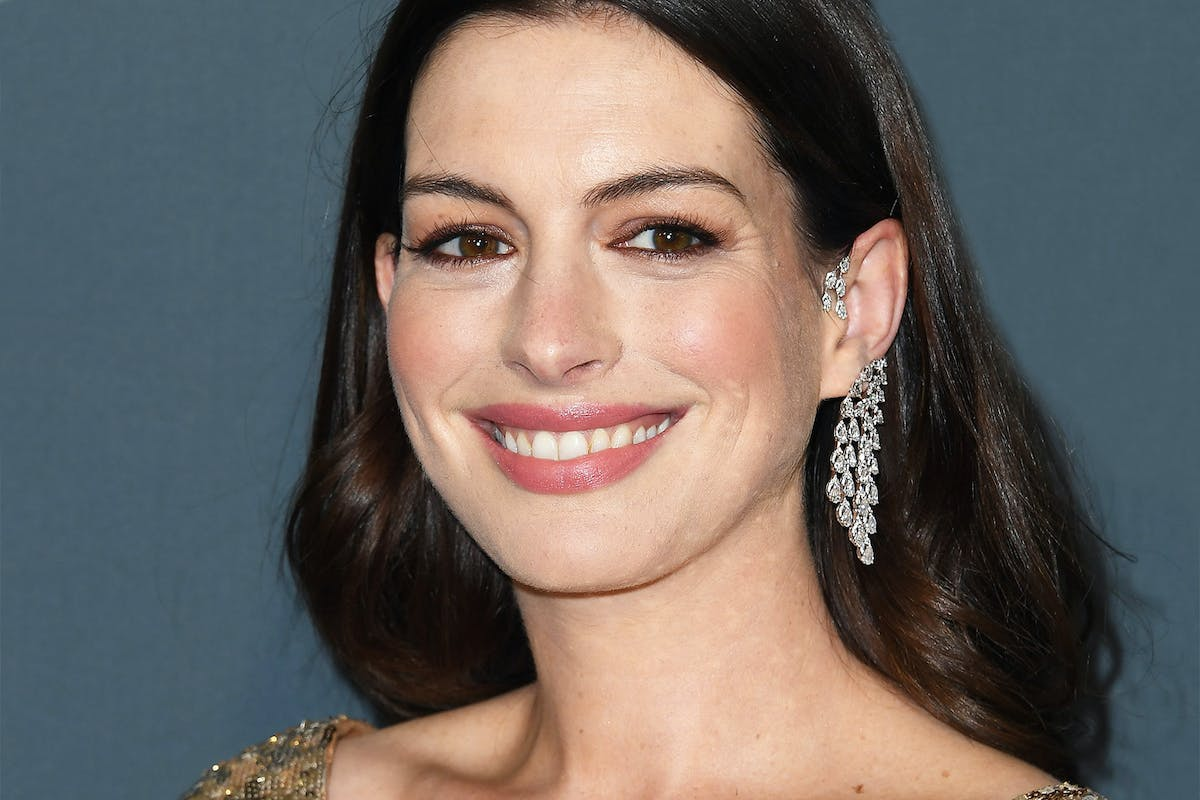 """Anne Hathaway and her """"mom's night out"""" shouldn't be making headlines in 2020"""