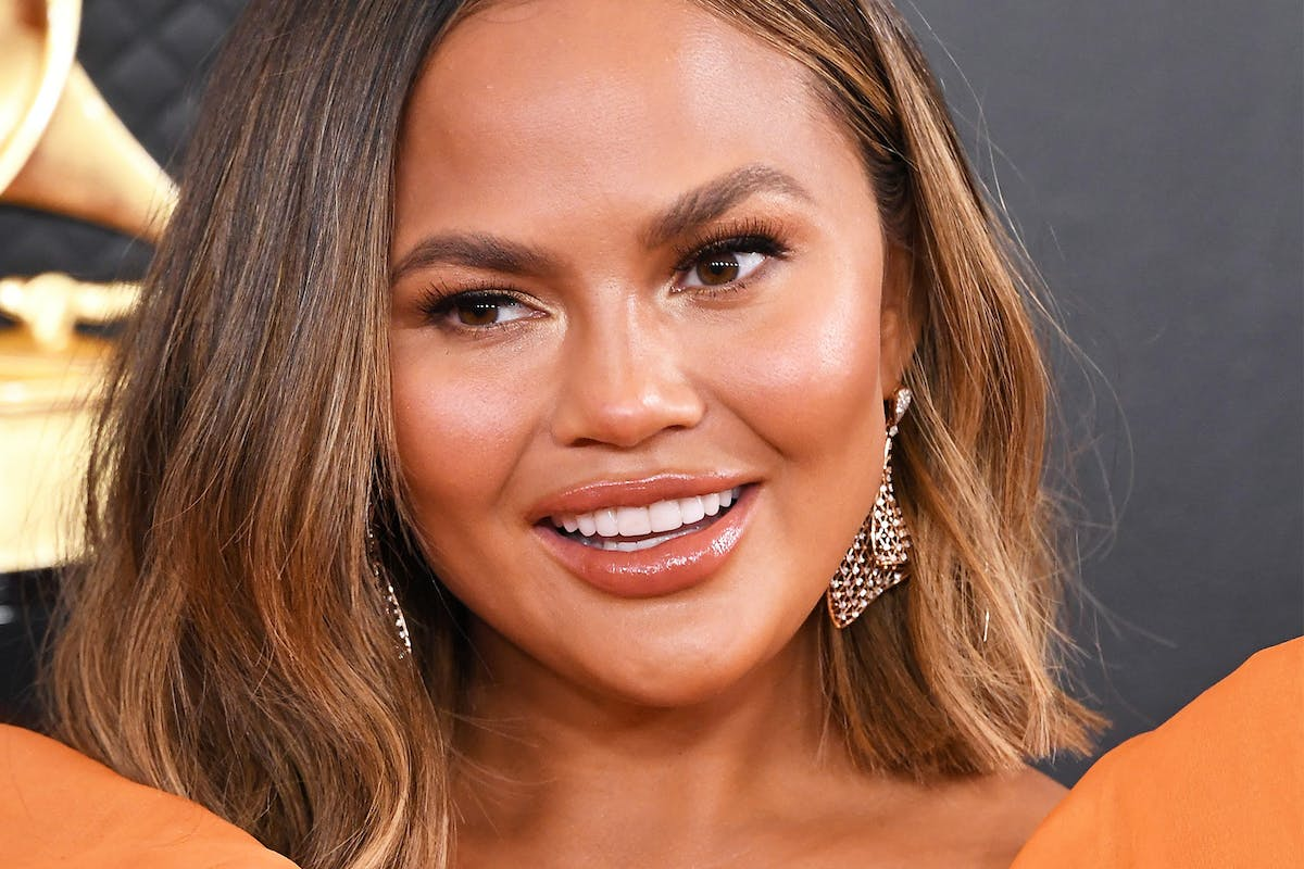 Chrissy Teigan monochromatic orange makeup at grammys 2020