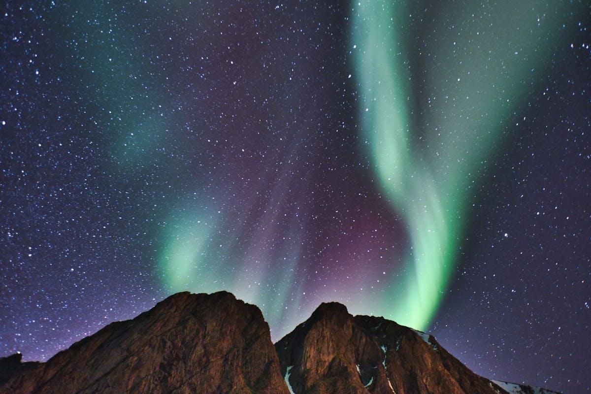 northern-lights-iceland-blue-lagoon