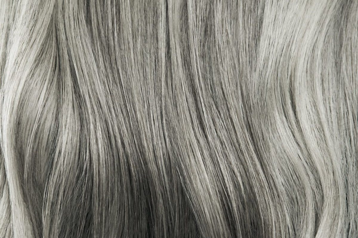 natural-grey-hair-premature-young-women-how-to-embrace