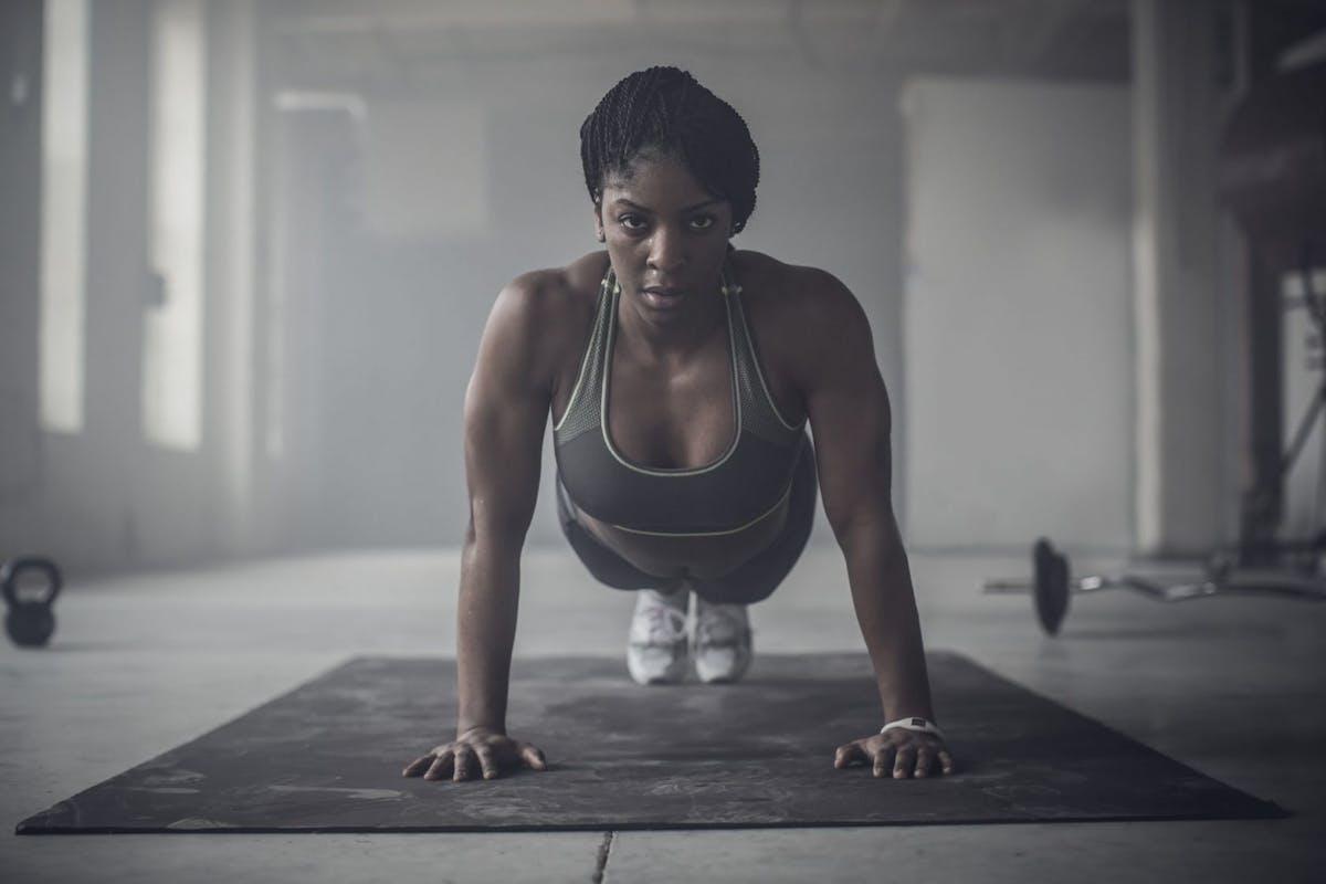 woman press up gym