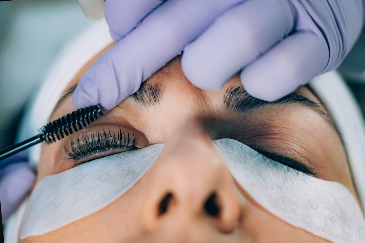 lash-lift-woman-having-her-eyelashes-lifted