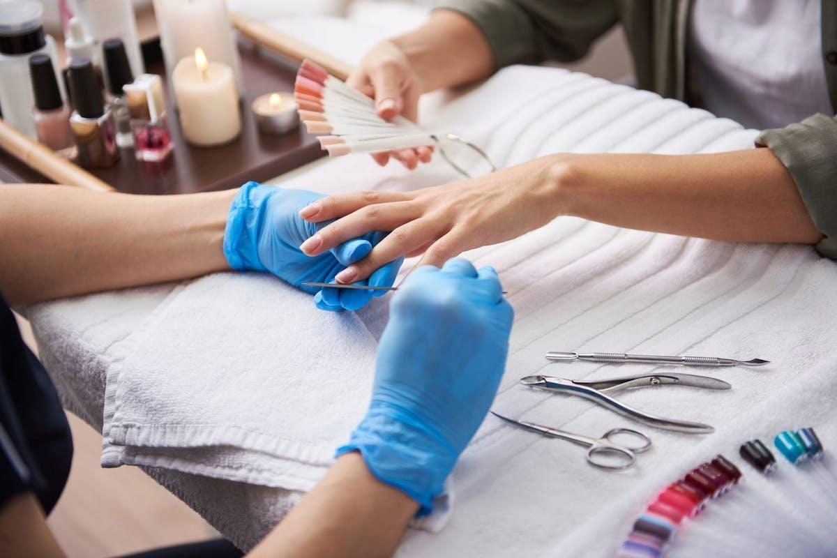nail-beauty-salons-reopen-social-distancing
