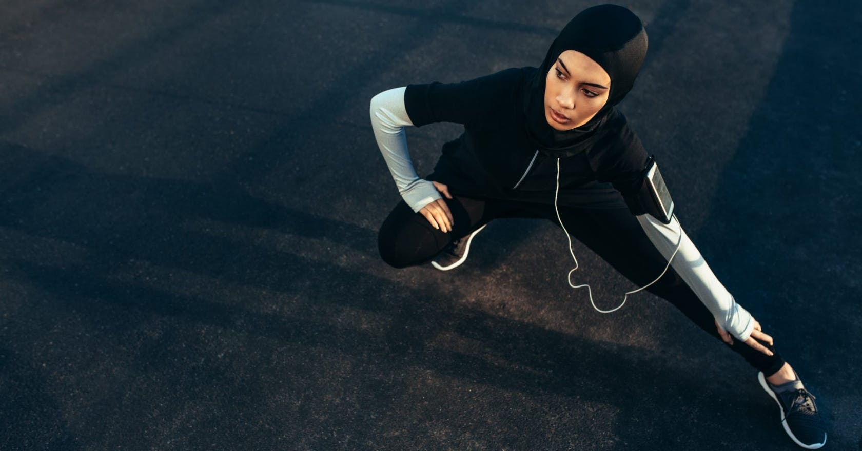 What's the difference between dynamic and static stretching?