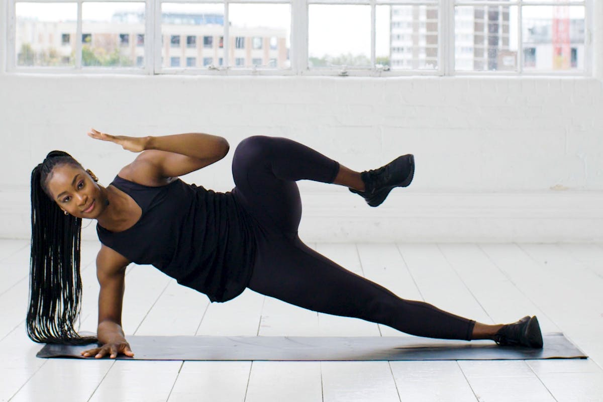 core-workout-side-plank-crunch-strength-training-strong-women