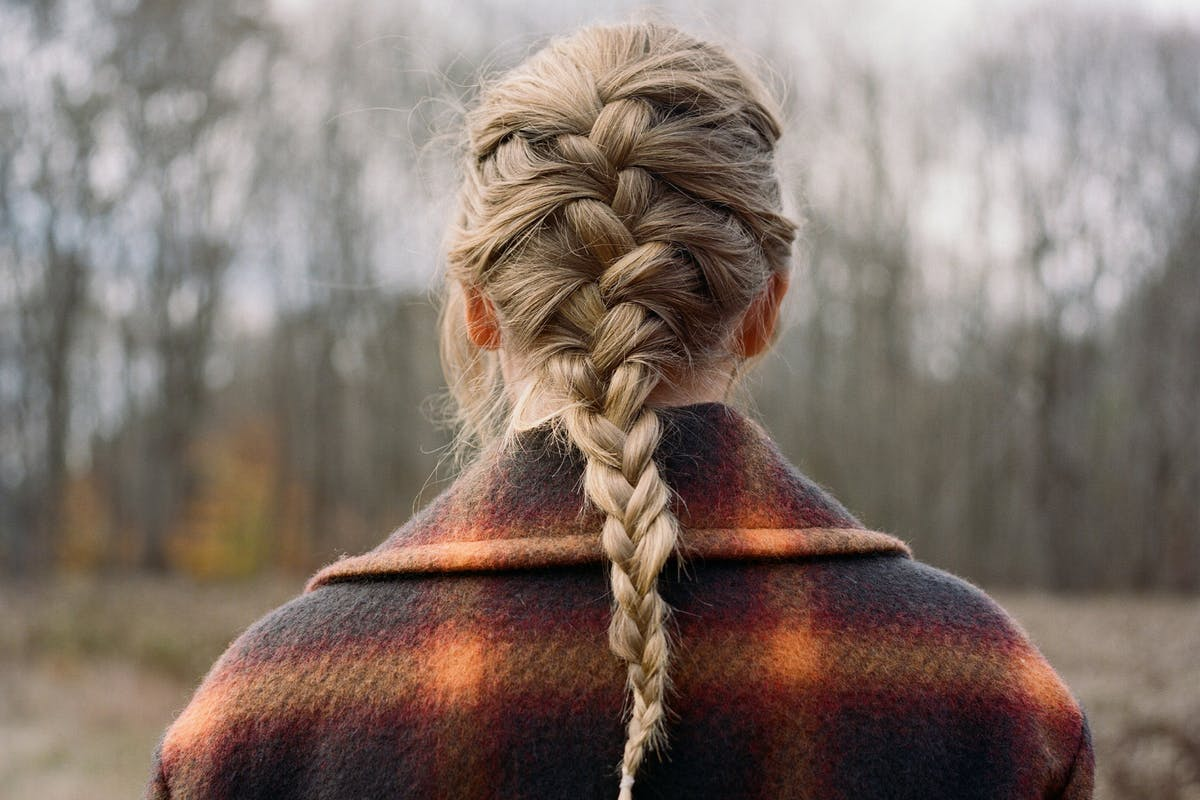 how-to-taylor-swift-french-braid