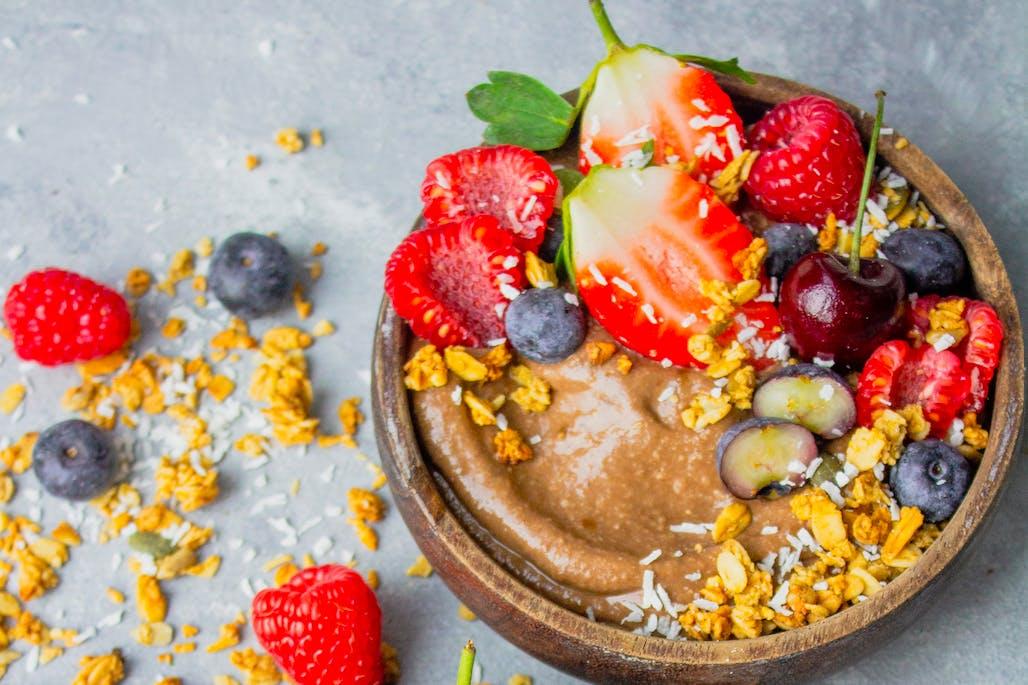 Cacao power smoothie bowl