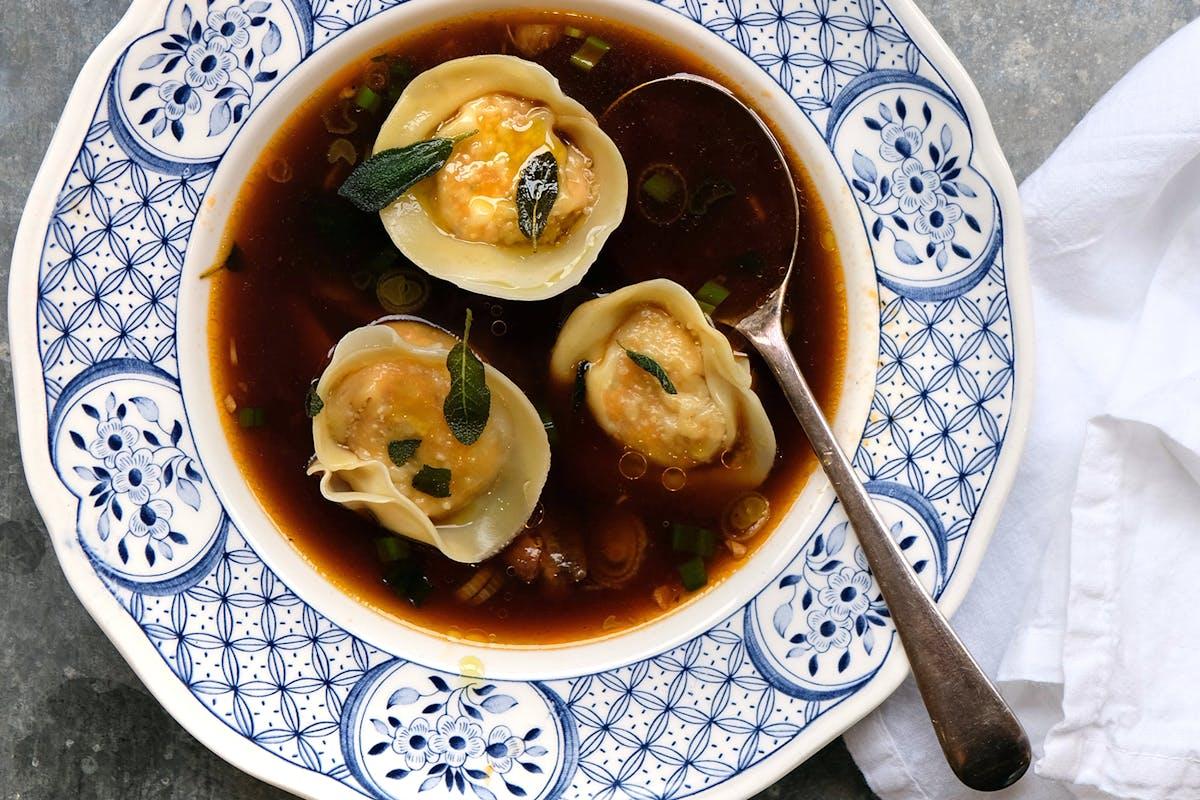 bowl of wonton soup