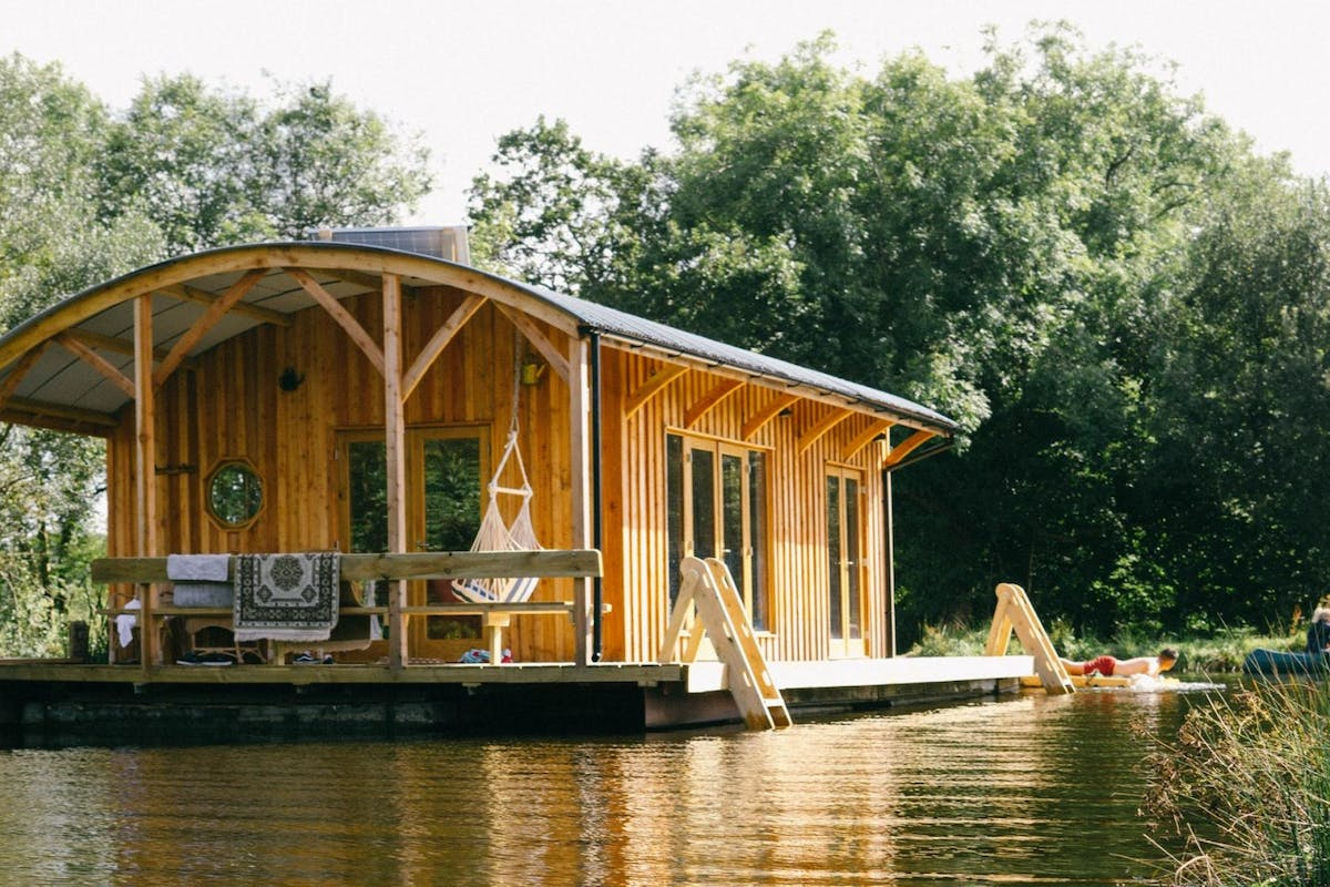 Rustic cabin sitting over the water