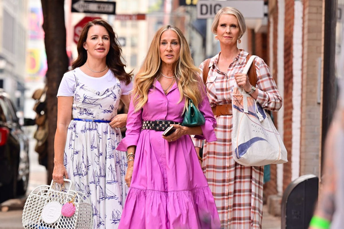 """Kristin Davis, Sarah Jessica Parker and Cynthia Nixon are seen on the set of """"And Just Like That..."""" the follow up series to """"Sex and the City"""" in SoHo on July 20, 2021 in New York City. (Photo by James Devaney/GC Images)"""