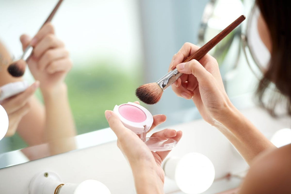How to apply blusher with a brush