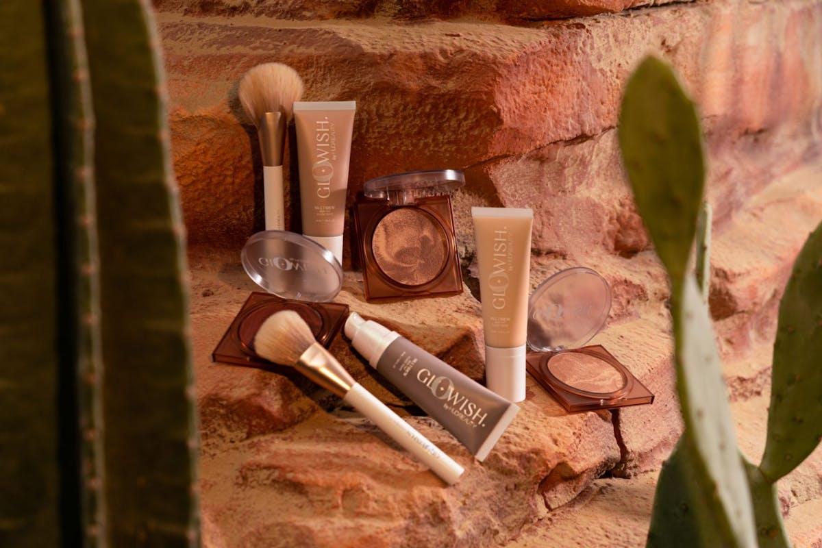 Huda Beauty Glowish Makeup-Up Collection