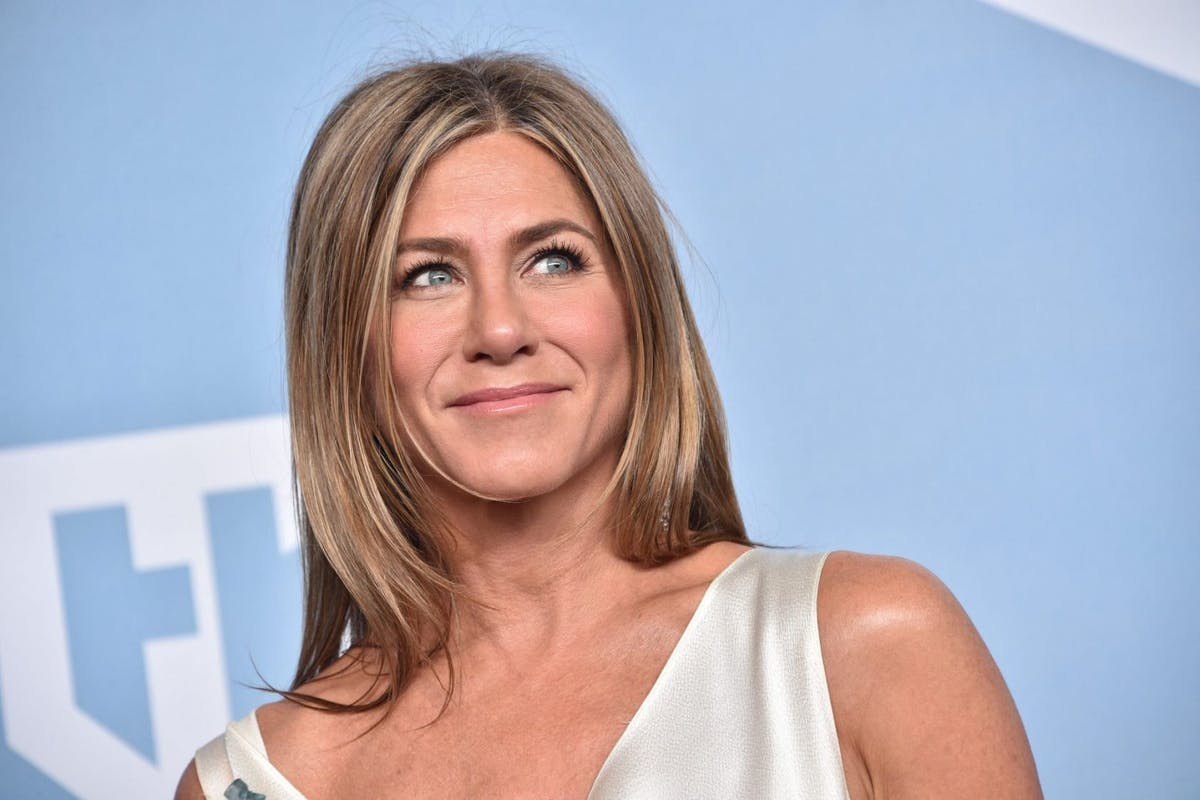Jennifer Aniston, winner of Outstanding Performance by a Female Actor in a Drama Series for 'The Morning Show', poses in the press room during the 26th Annual Screen ActorsGuild Awards at The Shrine Auditorium on January 19, 2020 in Los Angeles, California. 721430 (Photo by Gregg DeGuire/Getty Images for Turner)