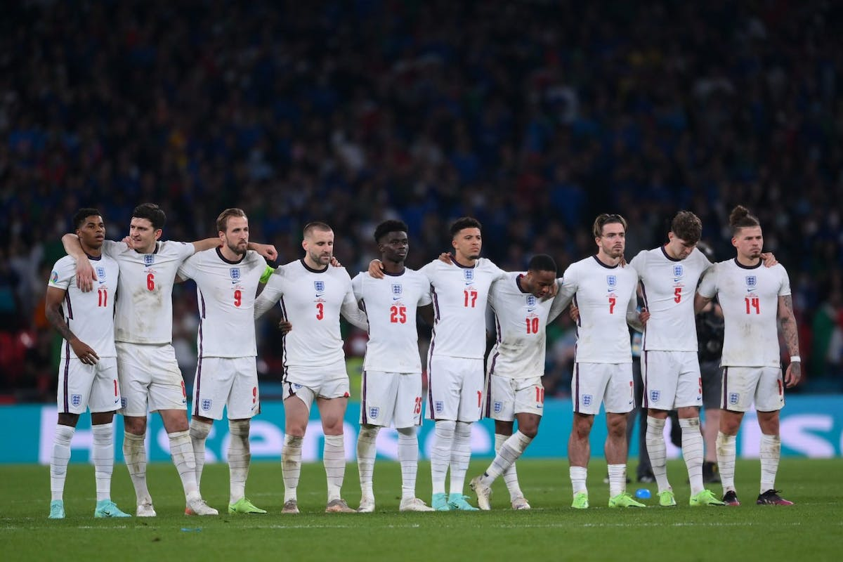 Euro 2020: Players of England look on in a penalty shoot out during the UEFA Euro 2020 Championship Final between Italy and England at Wembley Stadium on July 11, 2021 in London, England. (Photo by Laurence Griffiths/Getty Images)