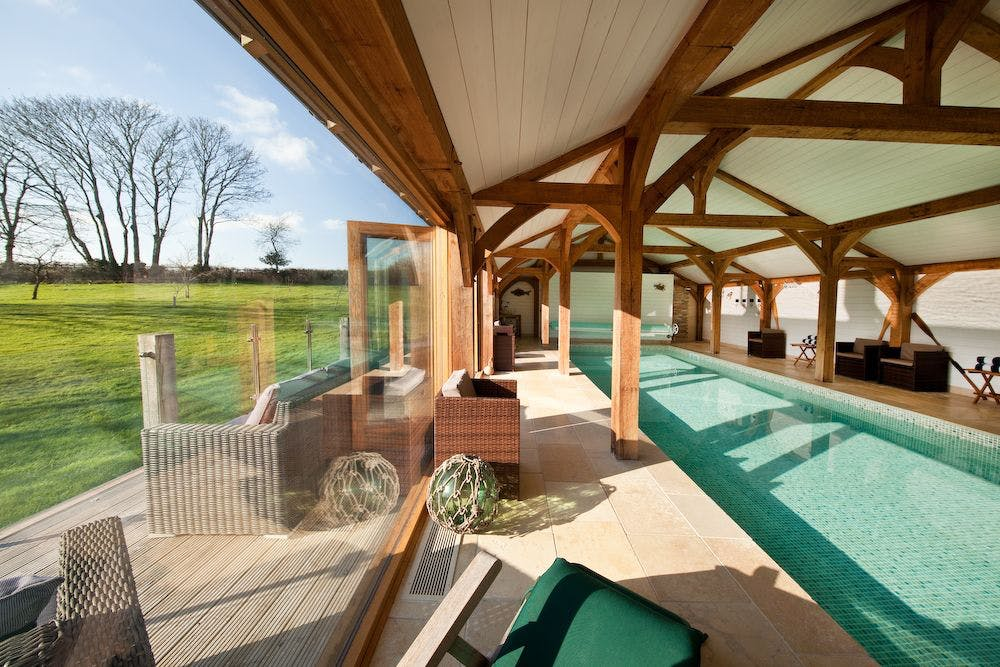 Holiday cottage with a swimming pool