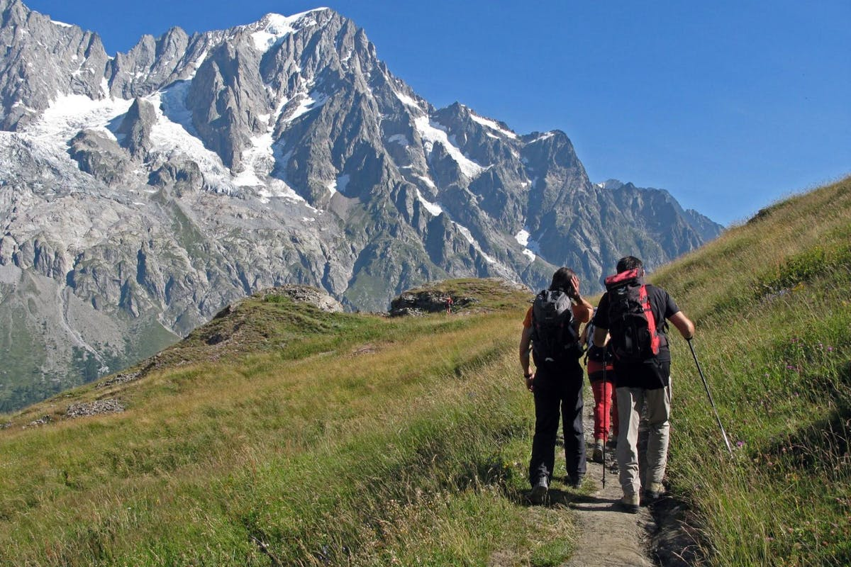 Le Massif mountain hiking excursions in Courmayeur on an Italian holiday
