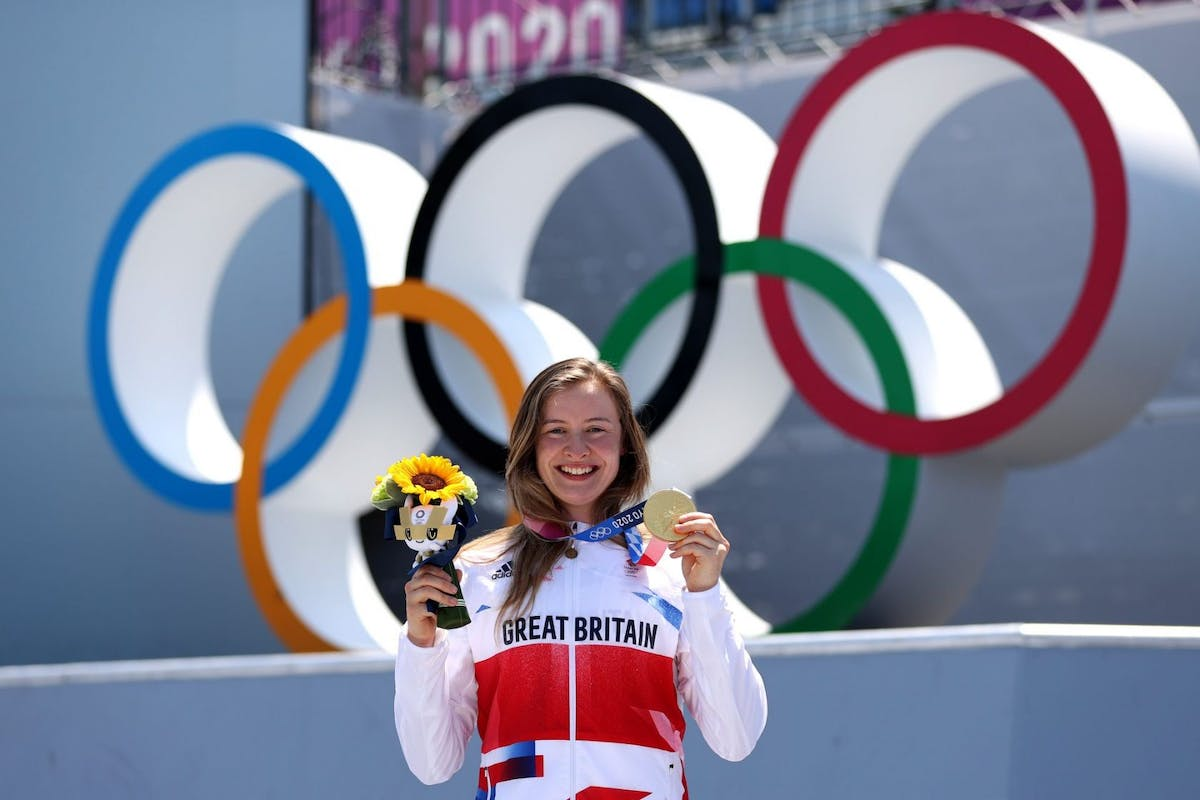 Charlotte Worthington with her gold medal at Tokyo 2020