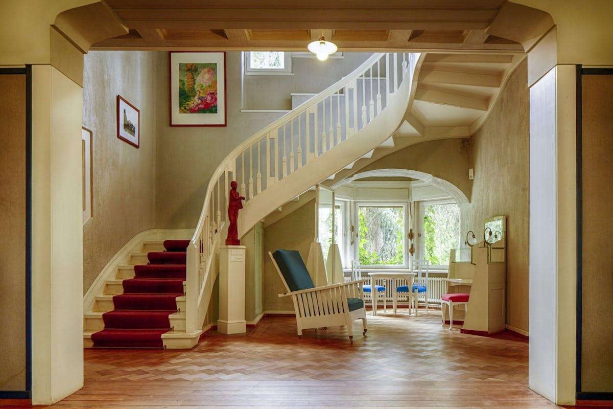 Great ways of decorating a hallway