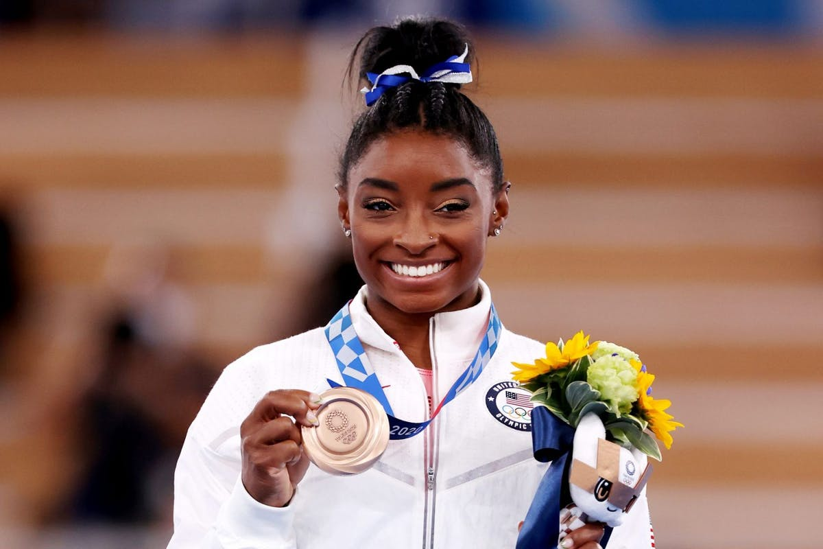 Simone Biles Olympics Tokyo 2020 with bronze medal