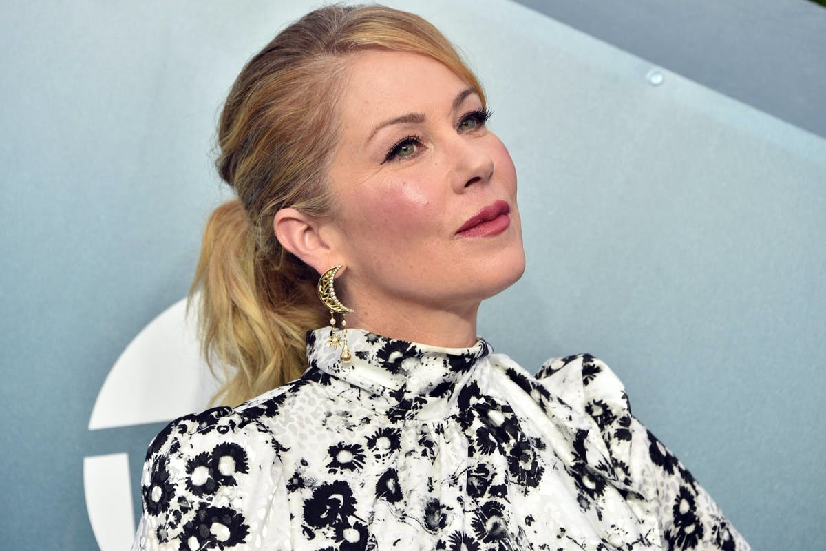 Christina Applegate attends the 26th Annual Screen ActorsGuild Awards at The Shrine Auditorium on January 19, 2020 in Los Angeles, California. 721430 (Photo by Gregg DeGuire/Getty Images for Turner)