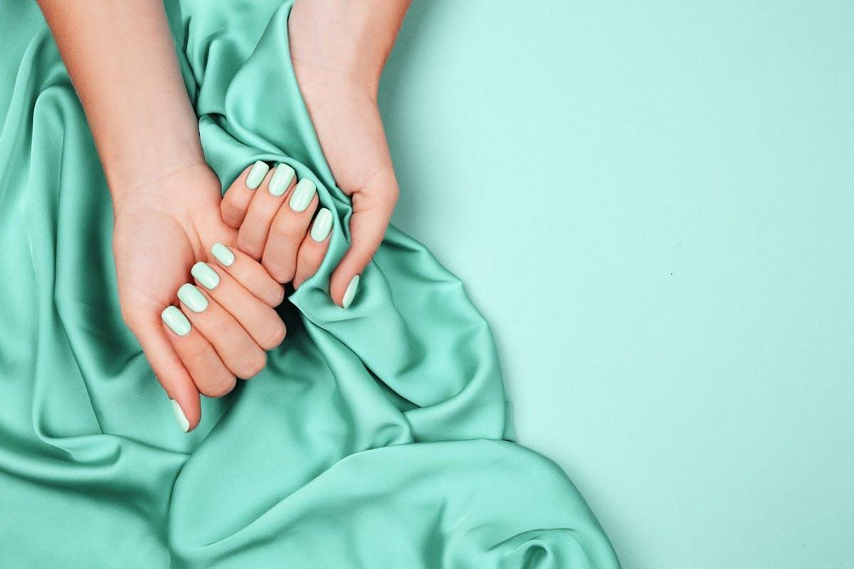 Best Mint Green Nail Polishes