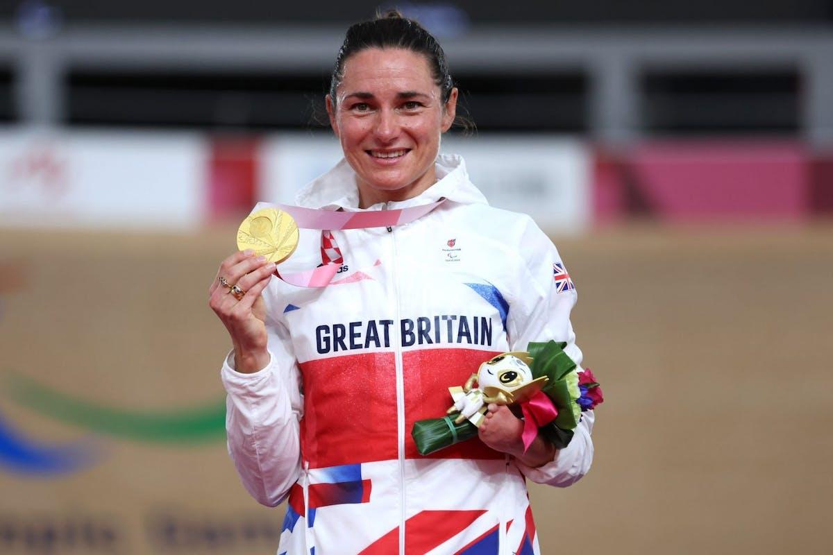 Sarah Storey with her gold medal at Tokyo 2020