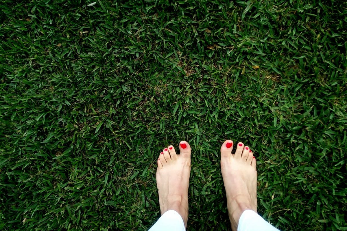 Grounding may be the wellness hack you need for reducing DOMS