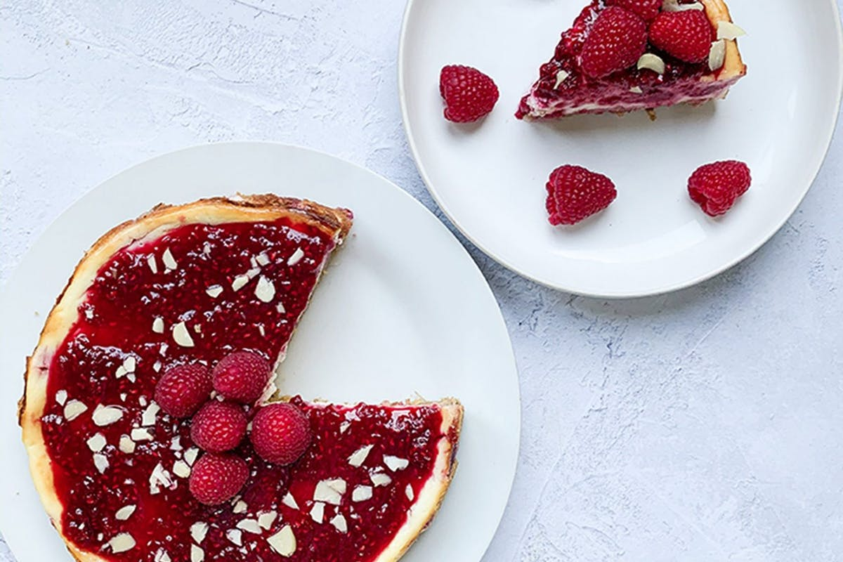 Raspberry cheesecake with flaked almonds