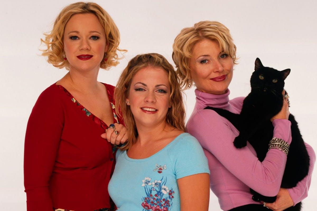 SABRINA, THE TEENAGE WITCH - gallery - Season Four - 8/15/99, Caroline Rhea, Melissa Joan Hart, Beth Broderick, Salem the cat , (Photo by Bob D'Amico/Disney General Entertainment Content via Getty Images)
